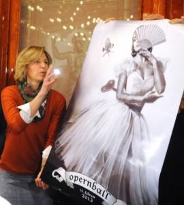 Desiree Treichl-Stürgkh und das Opernballplakat 2012